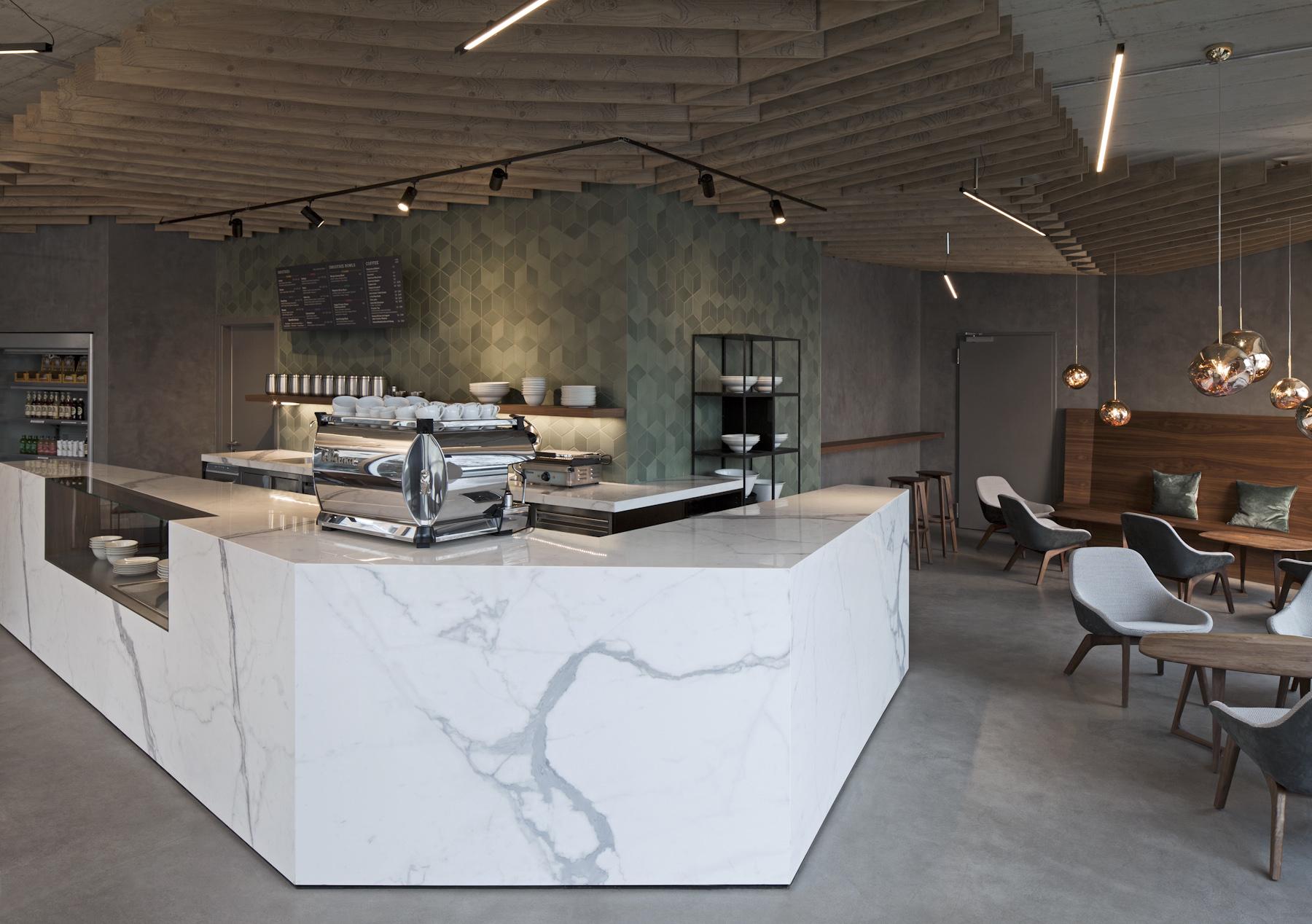 Inneneinrichtung Café Wagners München TKEZ Architekturbüro Tresen Mamor