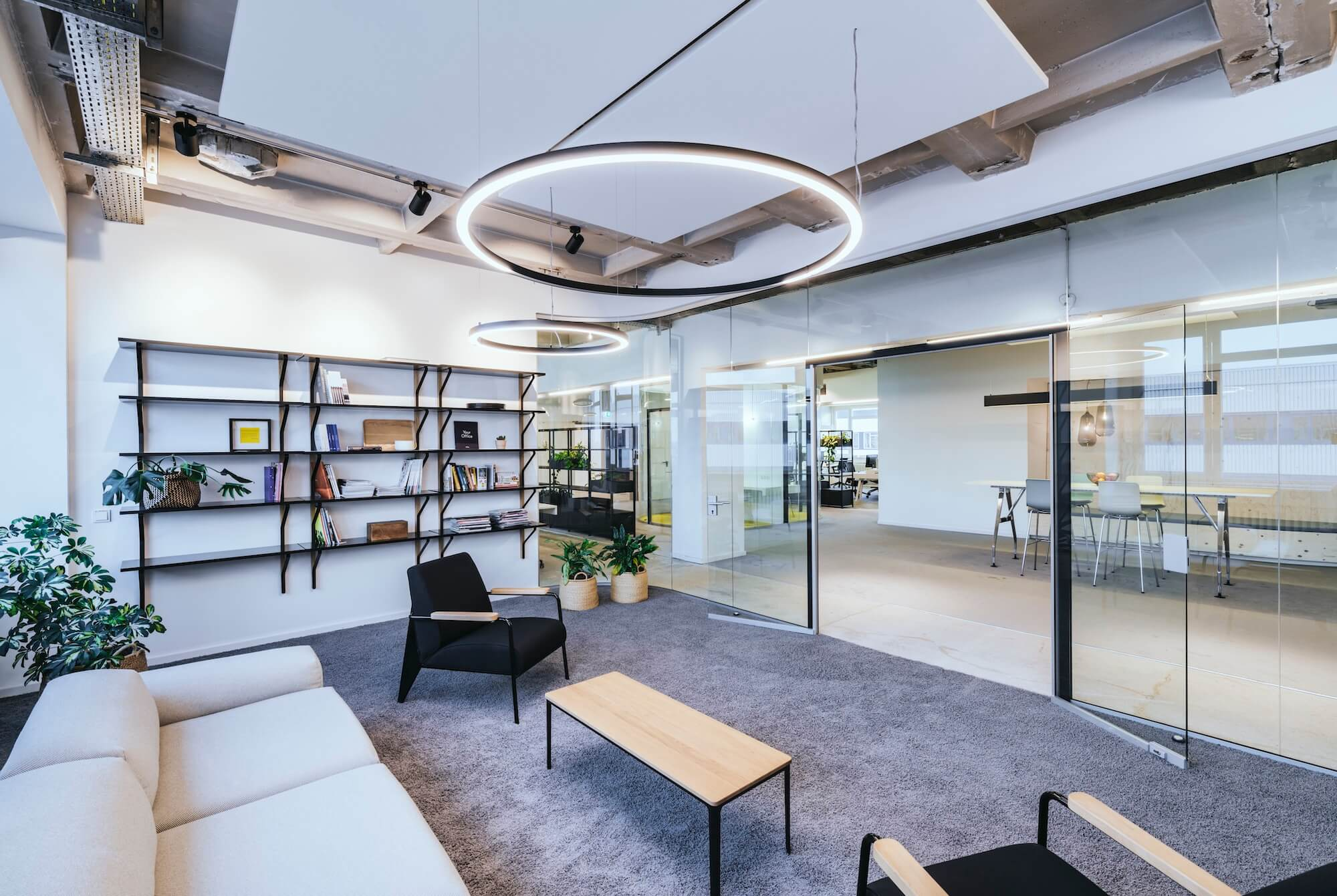 Open Space Büro Startup Kitchen Stories Architekturbüro TKEZ Moltoluce Leuchten