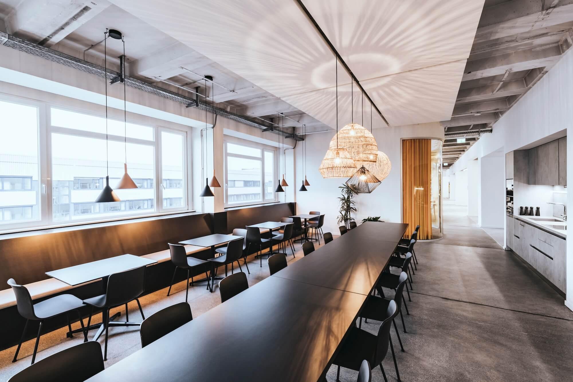Open Space Büro Startup Kitchen Stories Architekturbüro TKEZ Kantine