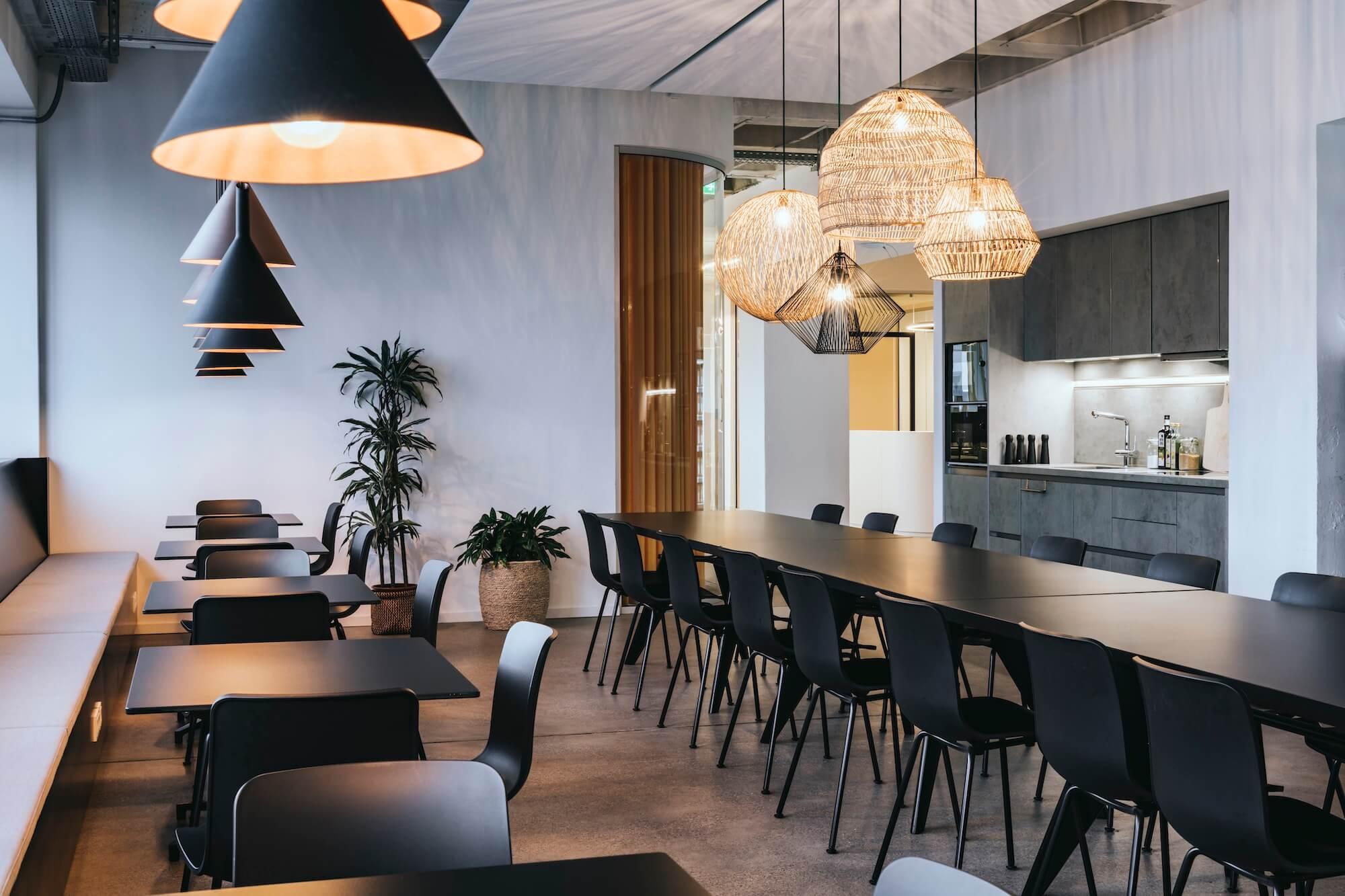 Open Space Büro Startup Kitchen Stories Architekturbüro TKEZ Mitarbeiterküche