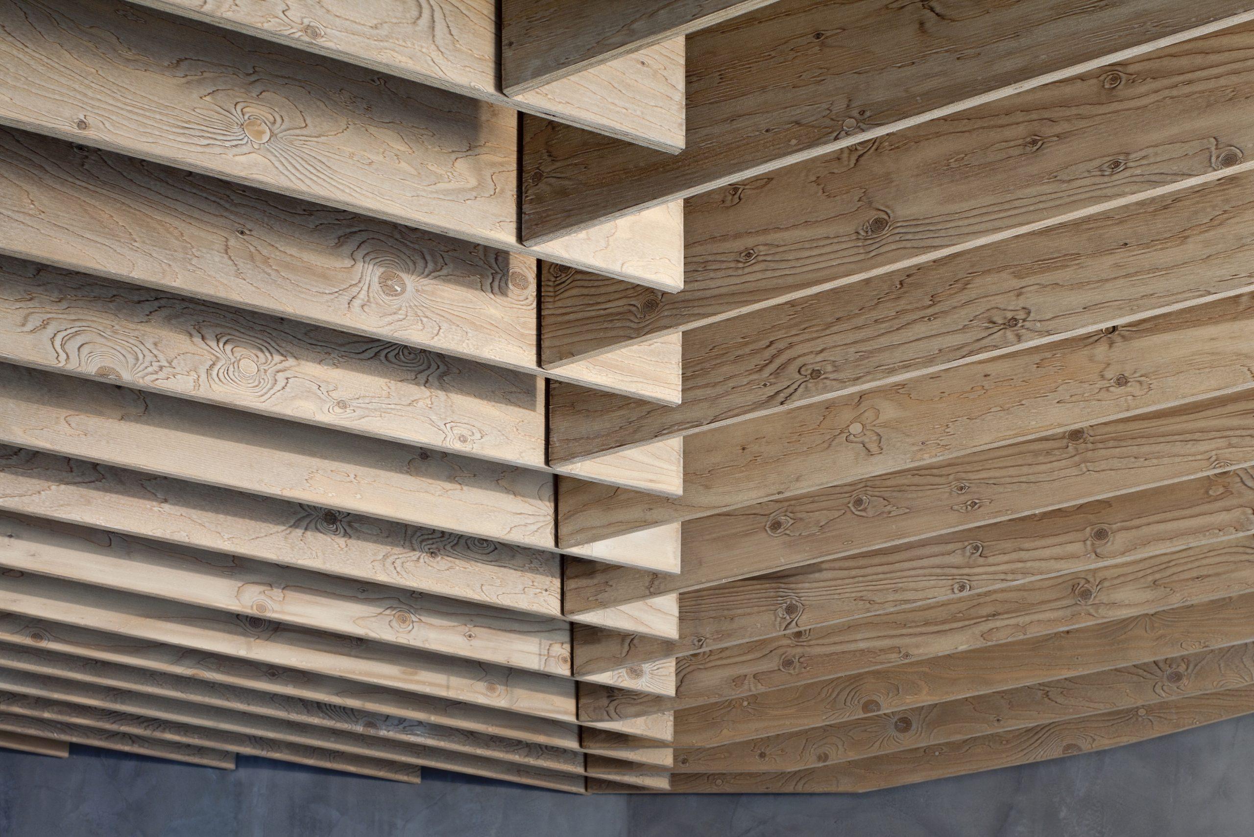 Inneneinrichtung Café Wagners München TKEZ Architekturbüro Holzelement Decke