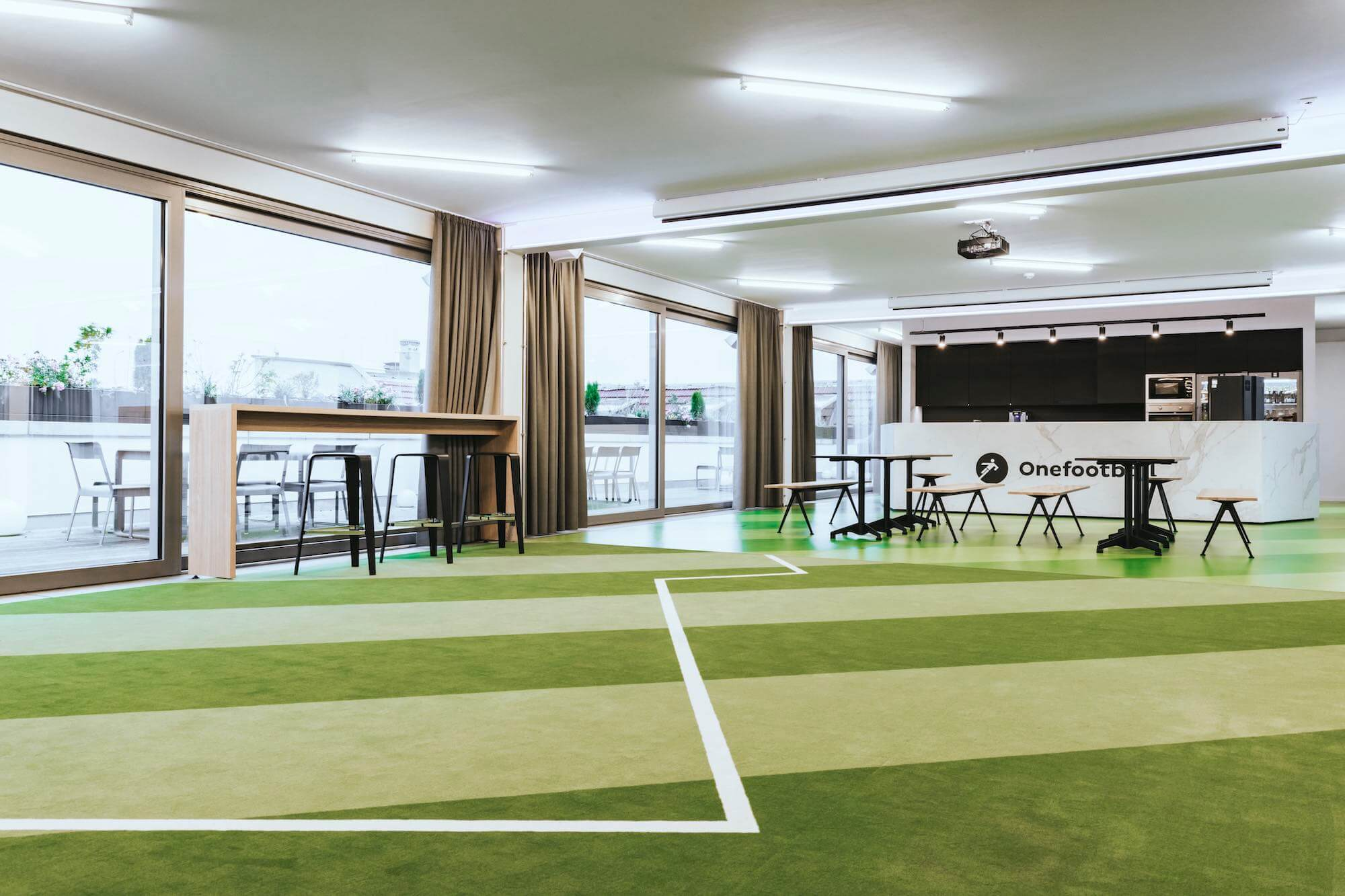 Onefootball Startup Büro TKEZ Architekten Eventfläche mit Kunstrasen