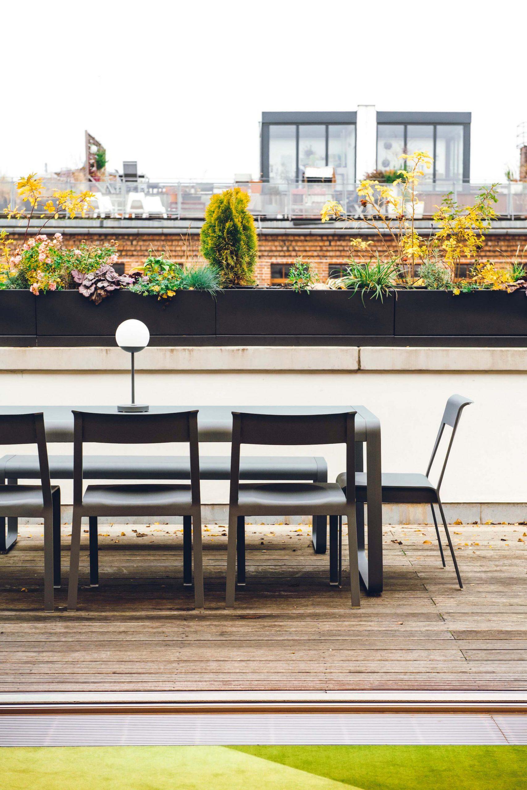 Onefootball Startup Büro TKEZ Architekten Dachterrasse Stühle