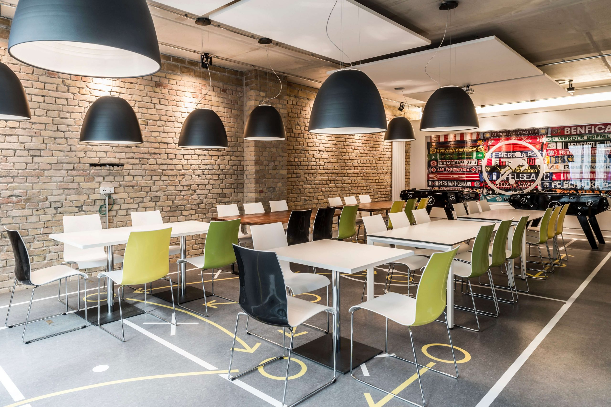 Startup Onefootball Office Design TKEZ Architekten Kantine Fanschal