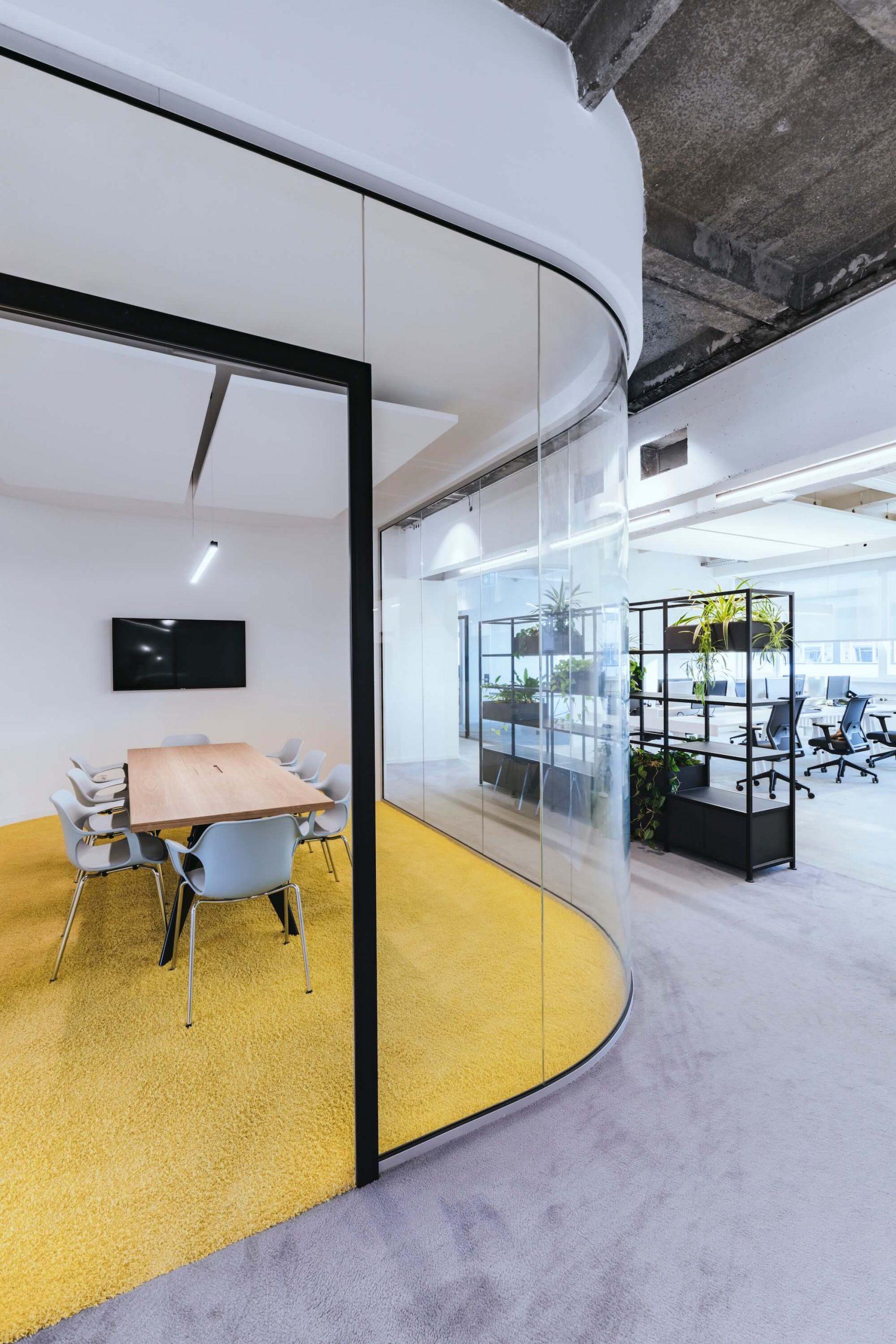 Open Space Büro Startup Kitchen Stories Architekturbüro TKEZ New Work Bene Office