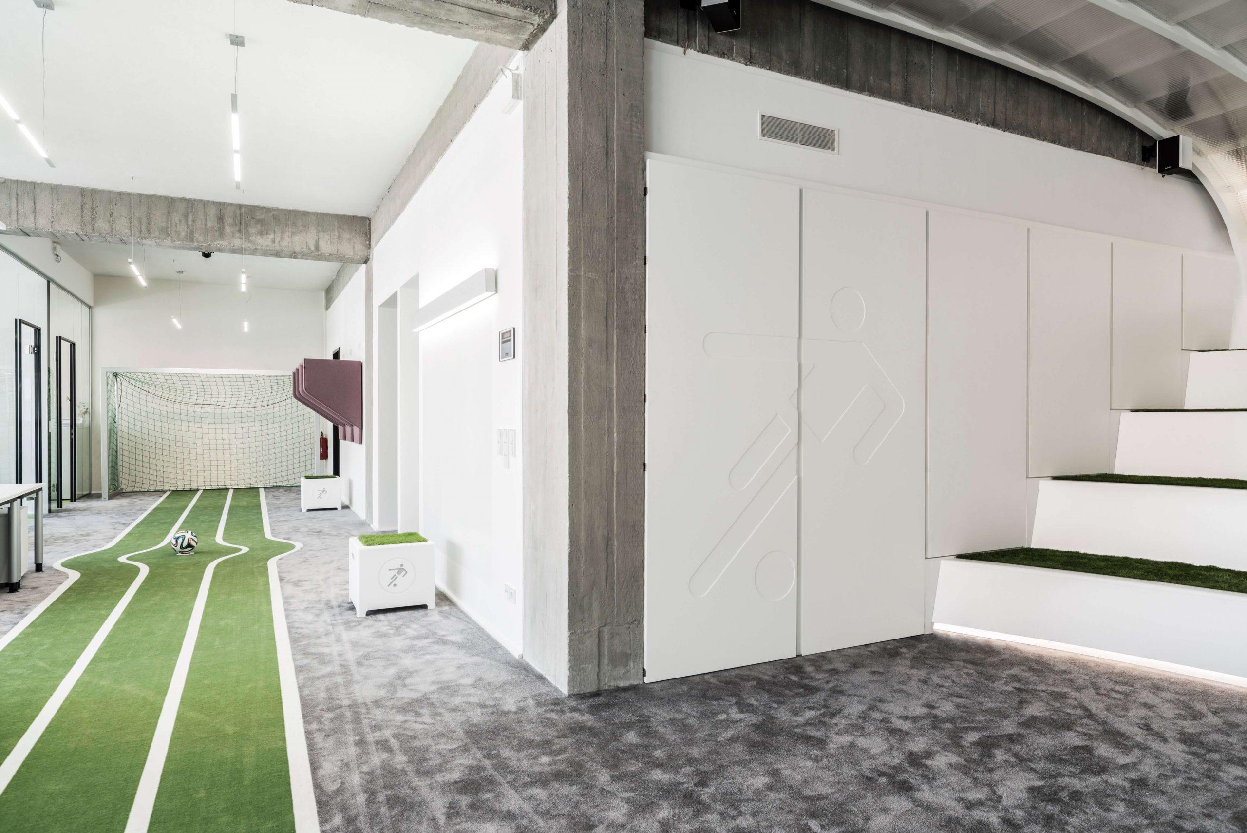 Startup Onefootball Office Design TKEZ Architekten Torwand