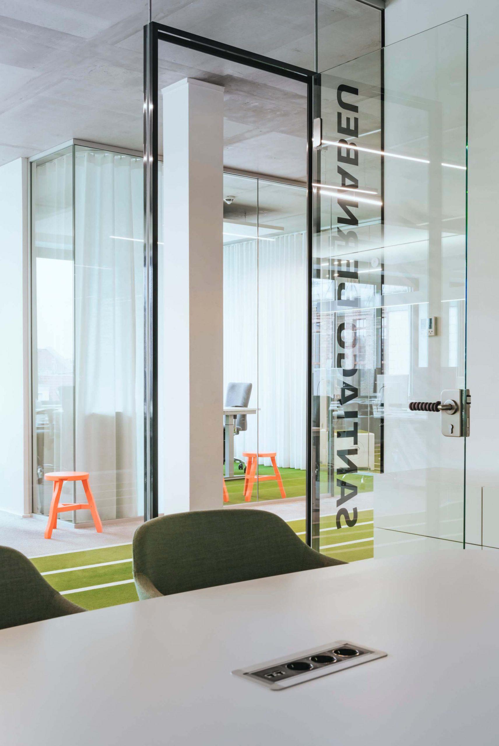 Onefootball Startup Büro TKEZ Architekten verglaste Büros New Work