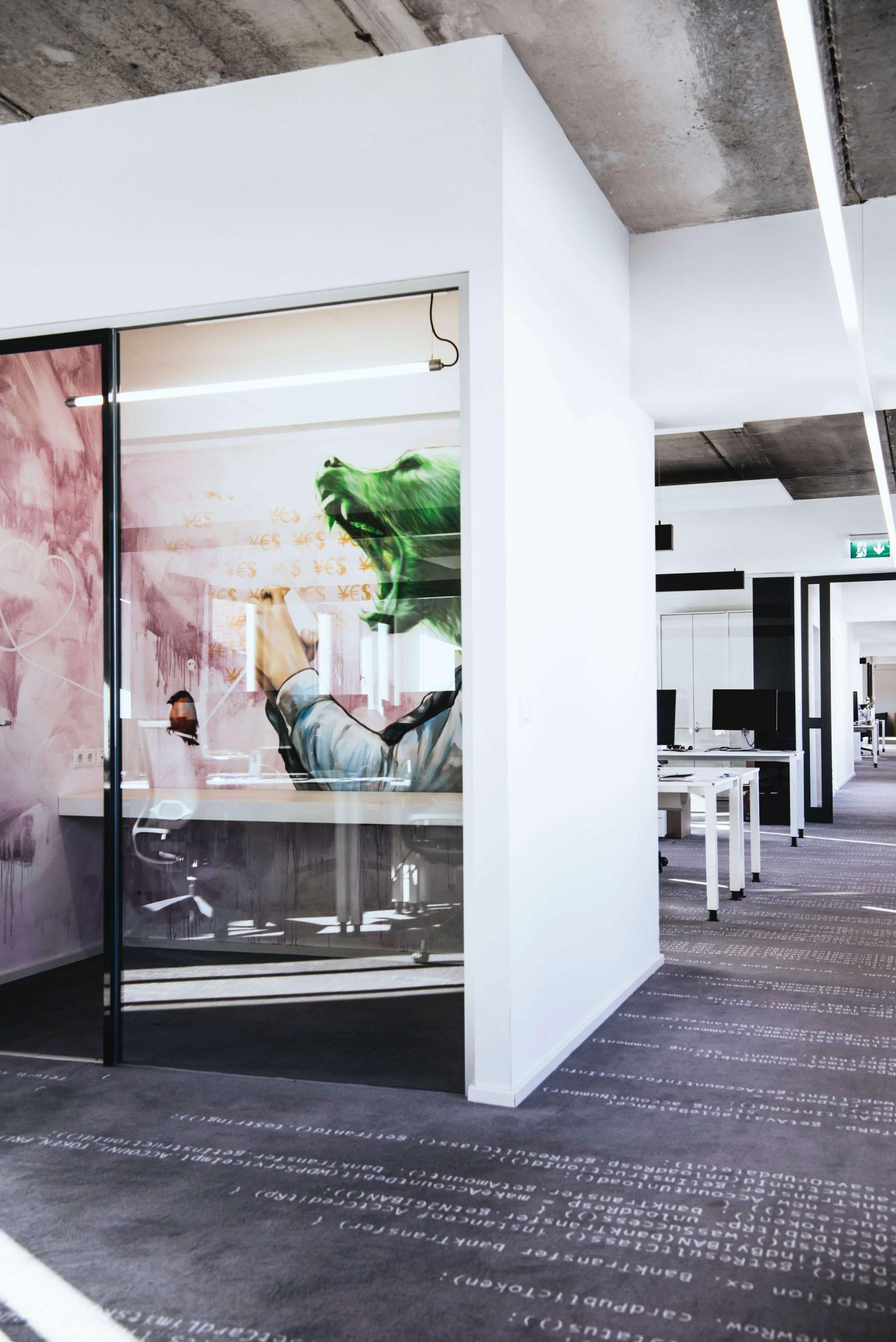 New Work Büro Startup N26 Architekturbüro TKEZ Flur mit Graffiti