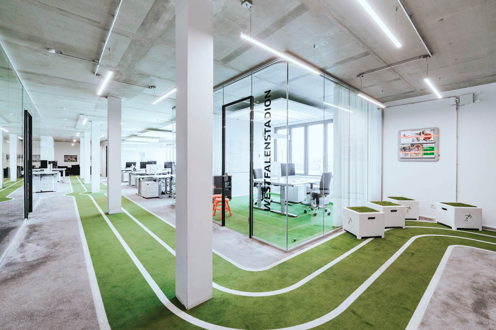 Onefootball Startup Büro TKEZ Architekten Westfalenstadion Büro verglast